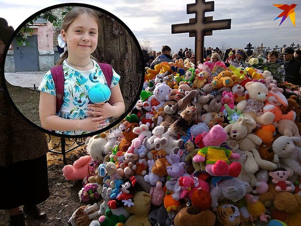 Могила Елизаветы Киселёвой в Саратове превратилась в холм из мягких игрушек.