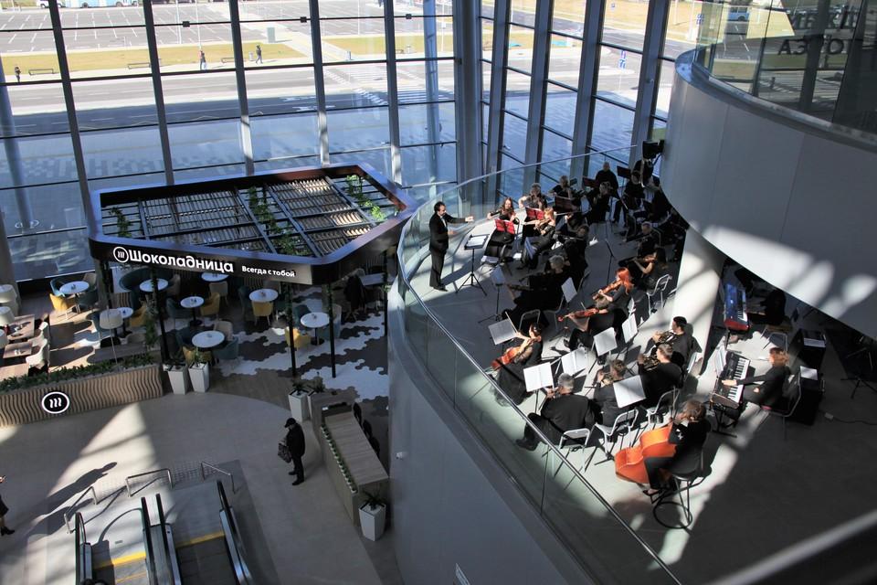Первых пассажиров встречали с оркестром. Фото: Минвостокразвития