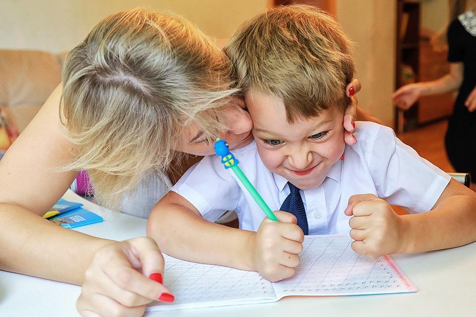 Домашнее задание сейчас для детей - лишний раздражитель, ведь они итак проводят в школе чуть ли не весь день.