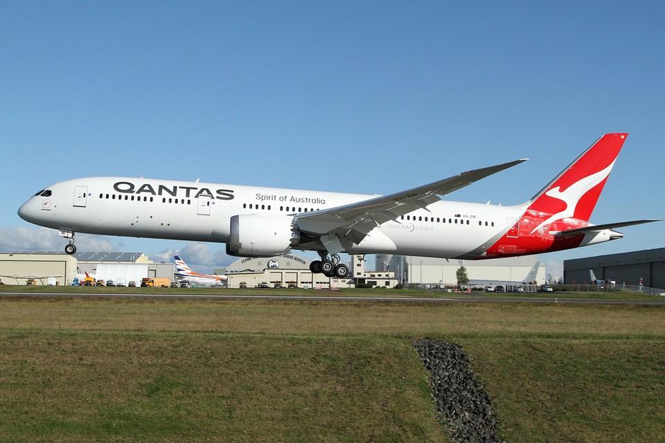 oeing Dreamliner выполнил рейс Нью-Йорк-Сидней, перелетев через Тихий океан и преодолев более 16 тысяч километров. Фото: Nick Dean/wikimedia.org