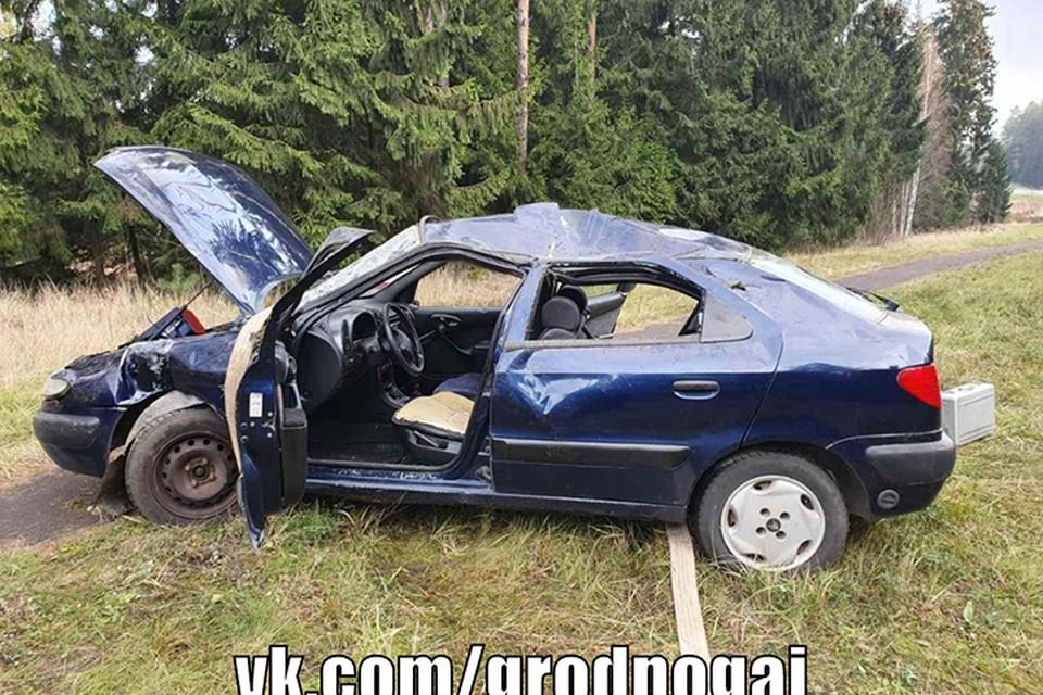 Пьяный не справился с управлением на ровном участке дороги, погиб пассажир, а у водителя лишь несколько ссадин. Фото: ГАИ Гродно.