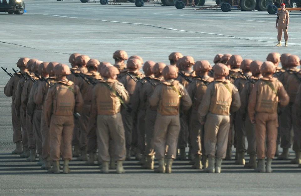 """Российские военные на авиабазе """"Хмеймим"""" в Сирии."""