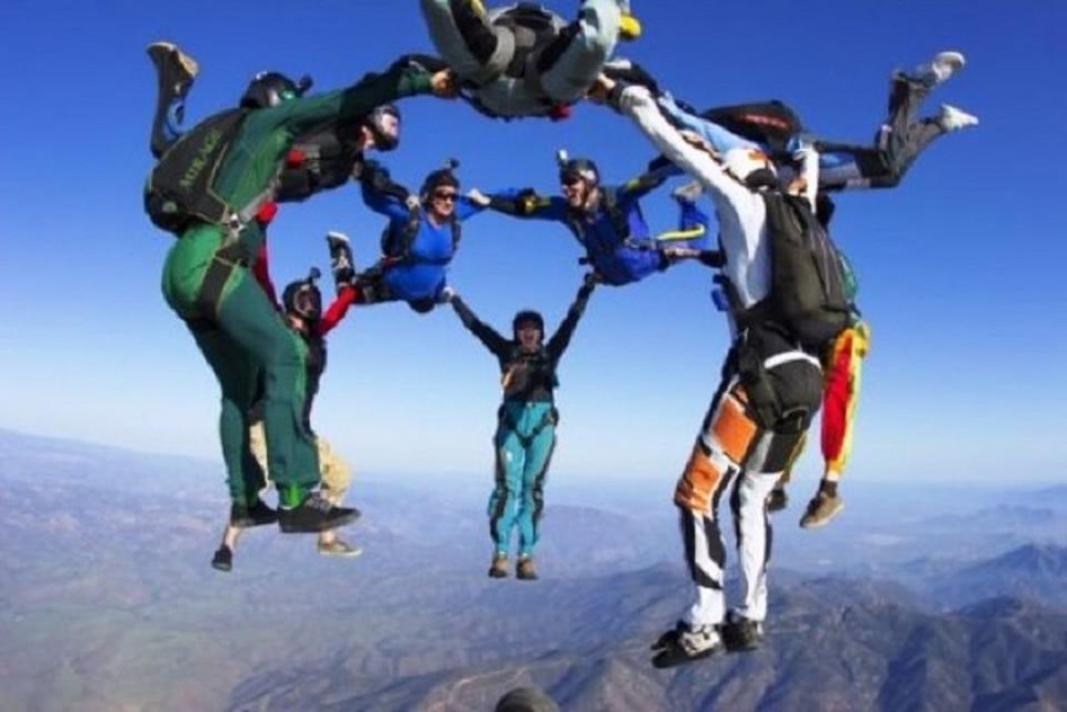 Трудных подростков в Дагестане будут воспитывать прыжками с парашютом. ФОТО: http://dussh-polet.ru
