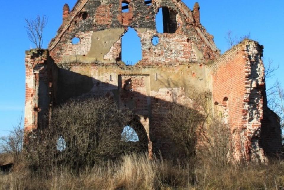 История церкви Гросс Энгелау в Демьяновке начинается в конце 14 века. ФОТО: http://alternativa-art.ru/