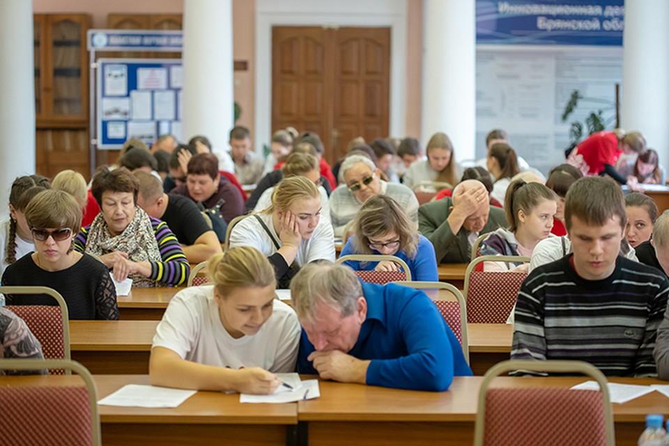 """В областной библиотеке """"Географический диктант"""" написал 31 человек."""