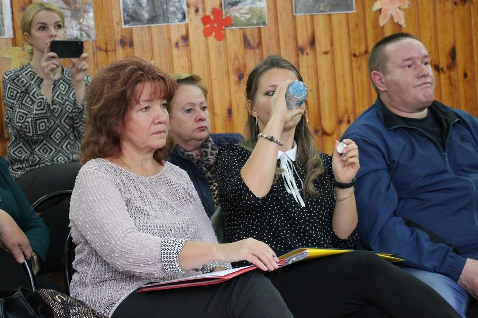Активистки Ольга Козловцева и Елена Саввина приложили максимум усилий, чтобы власть их услышала. У Елены даже горло пересохло.