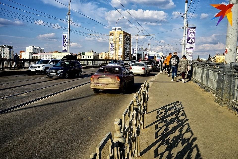 Введено временное ограничение движения транспортных средств по улице Гостиной и Красному мосту