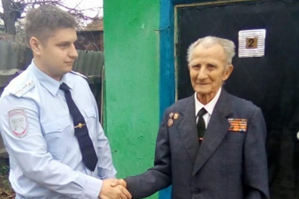 Иван Сергеевич Мистюков продолжает делиться опытом с молодыми сотрудниками ГИБДД.