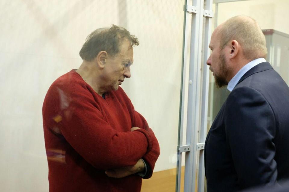 Олег Соколов доставлен в суд, адвокат просит отправить его под домашний арест. Мол, у человека больное сердце.