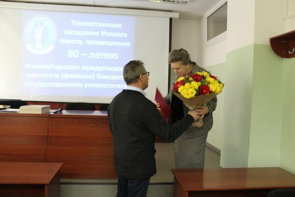 С важной датой образовательное учреждение поздравила Общественная палата Новосибирской области. Фото: