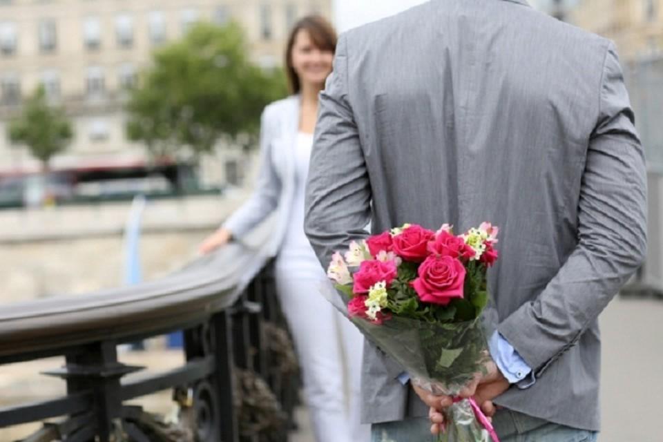 Похоже, что сотрудники цветочного магазинчика все же смогли привлечь внимание к своему бизнесу. Фото: original-present.ru