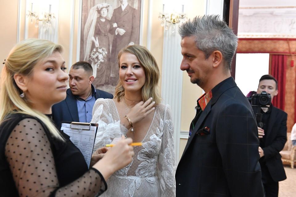 Богомолов заявил, что счастлив быть с такой женщиной, как Собчак.