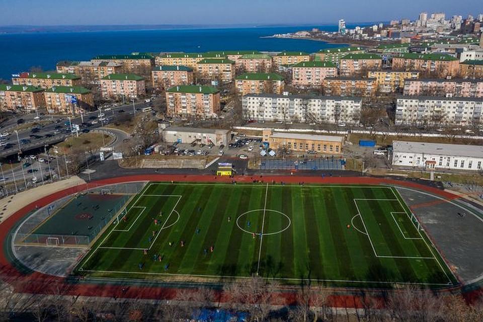 Хабаровск утреннее вот что футбол на стадионе