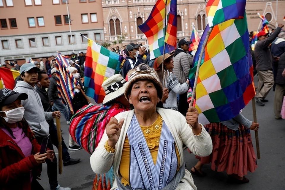 Власти Боливии освободили военных от ответственности применение силы против протестантов