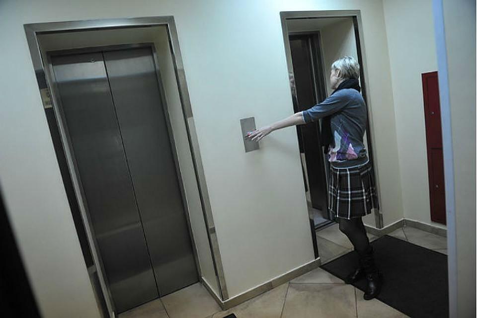 В Иркутске по вине подрядчика жильцы многоэтажек несколько месяцев жили с отключенными лифтами