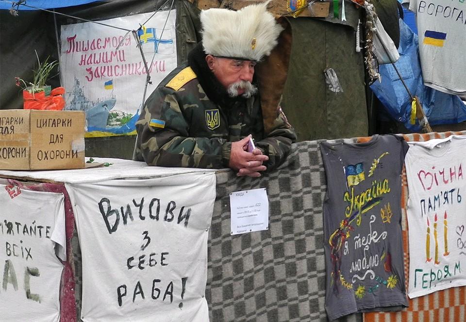 """Палатка """"Евромайдана"""" весной 2014 года, центр Киева."""