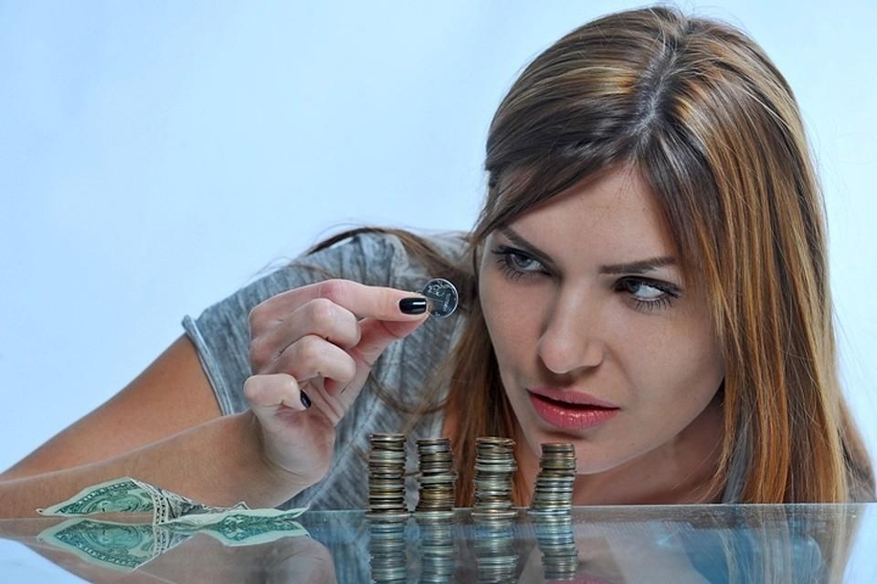 Сибиряки опустошили счета в банках, меньше берут кредитов и экономят на обедах в офисе.