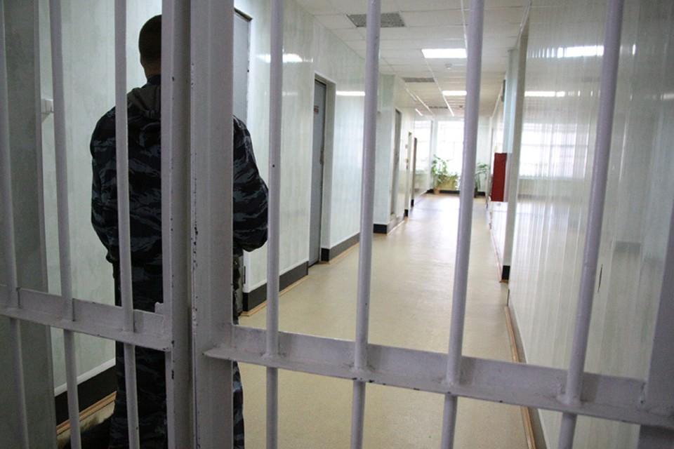 Трое преступников из Бурятии ограбили АЗС на 14 тысяч рублей.
