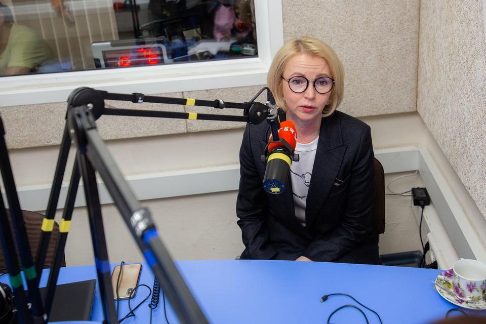 """Ирина Гехт в эфире радио """"Комсомольская правда""""."""