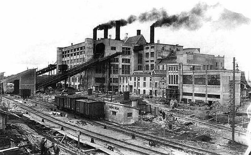 В годы войны энергетики рискуя жизнью снабжали электричеством предприятия. Фото: Музей истории энергетики