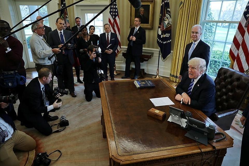 """""""Отличная работа!"""": Трамп остался доволен докладом республиканцев по """"липовому импичменту"""""""