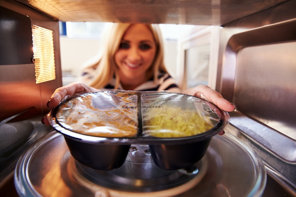 Люди плохо представляют, как работает микроволновая печь