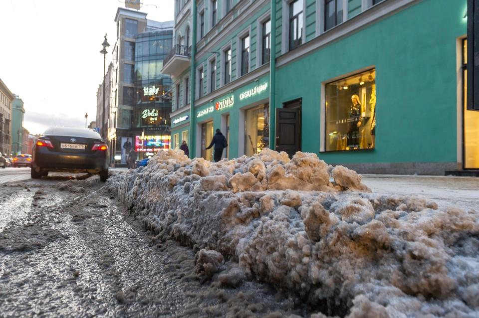 рассказываем, как пожаловаться на плохую уборку снега в Петербурге.