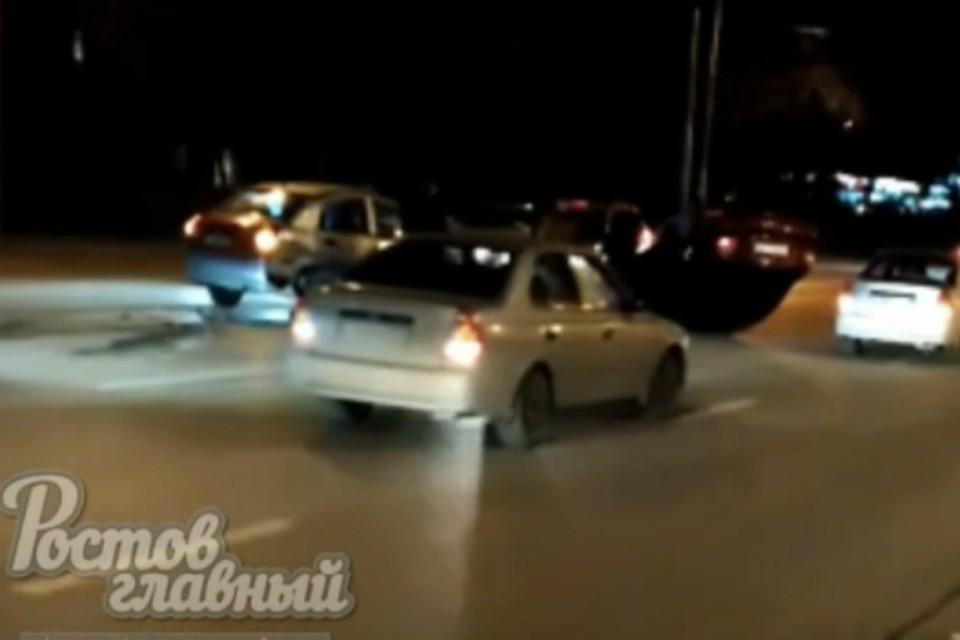 Еще один автомобиль перевернулся в Ростове после ДТП. Фото: Ростов Главный