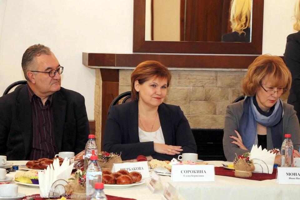 Елена Сорокина внимательно выслушала собеседников. Фото: сайт горадминистрации.