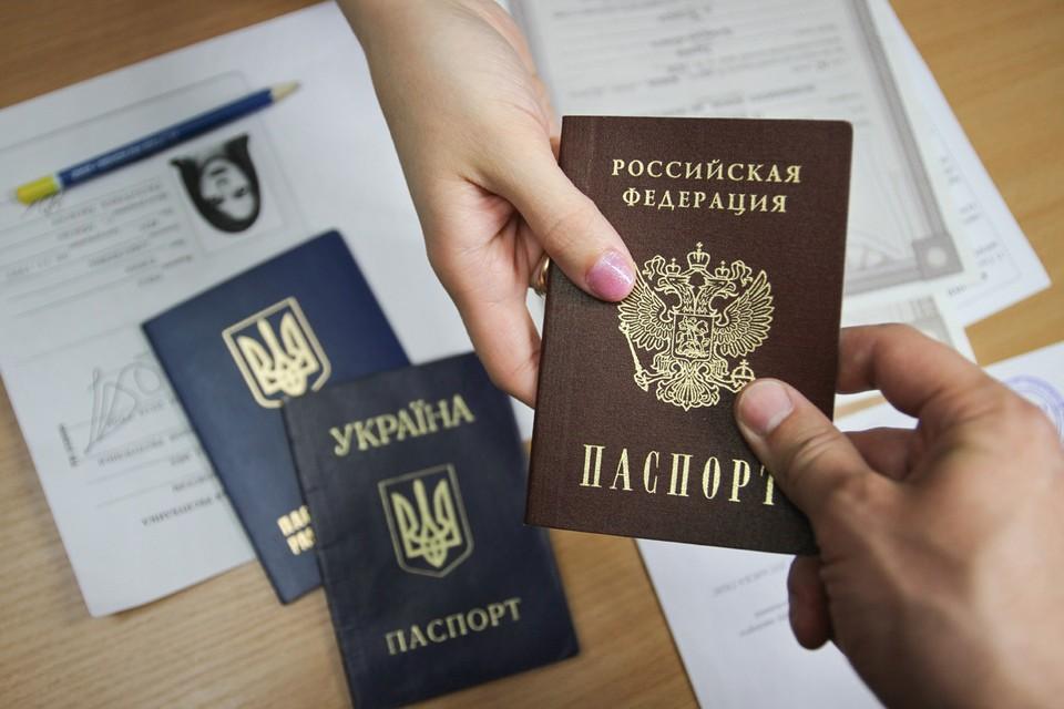 Президент России предоставил всем жителям Донецкой и Луганской областей Украины возможность воспользоваться упрощенным порядком получения российского гражданства. Фото: Александр Река/ТАСС
