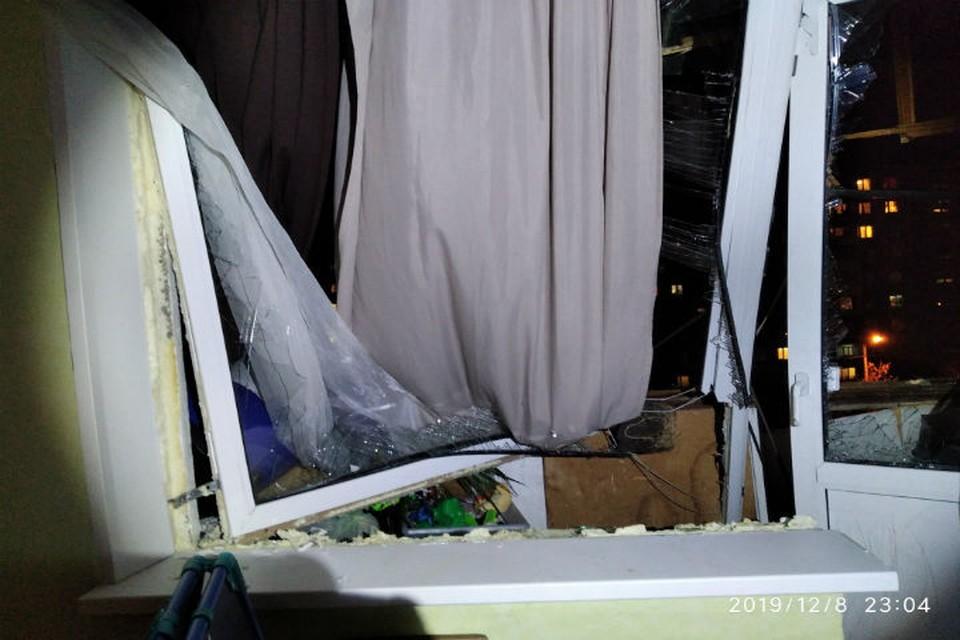 В квартире выбиты стекла, обгорело имущество. Фото с сайта МЧС по Нижегородской области