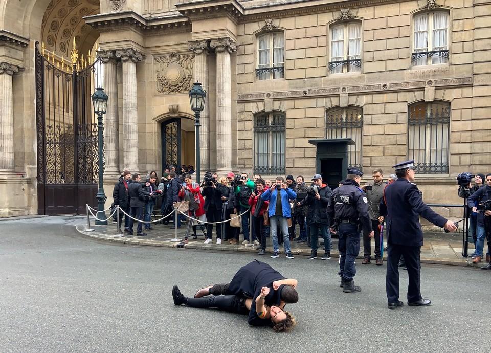 Активисток сразу задержали полицейские