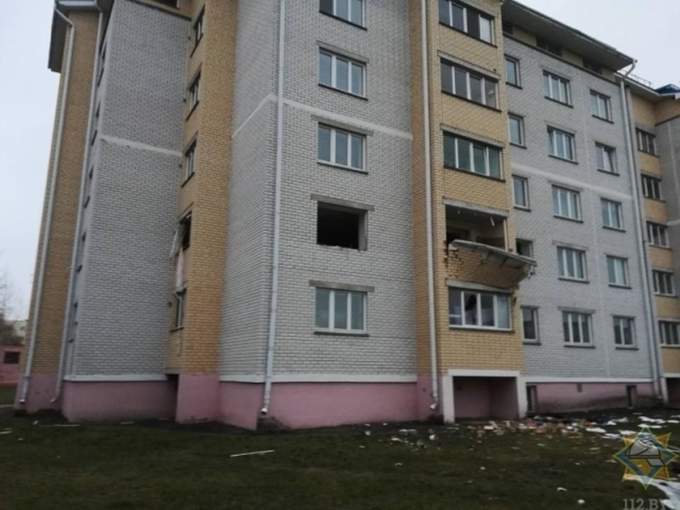 Потолок натягивали монтажники частного предприятия. Фото: МЧС
