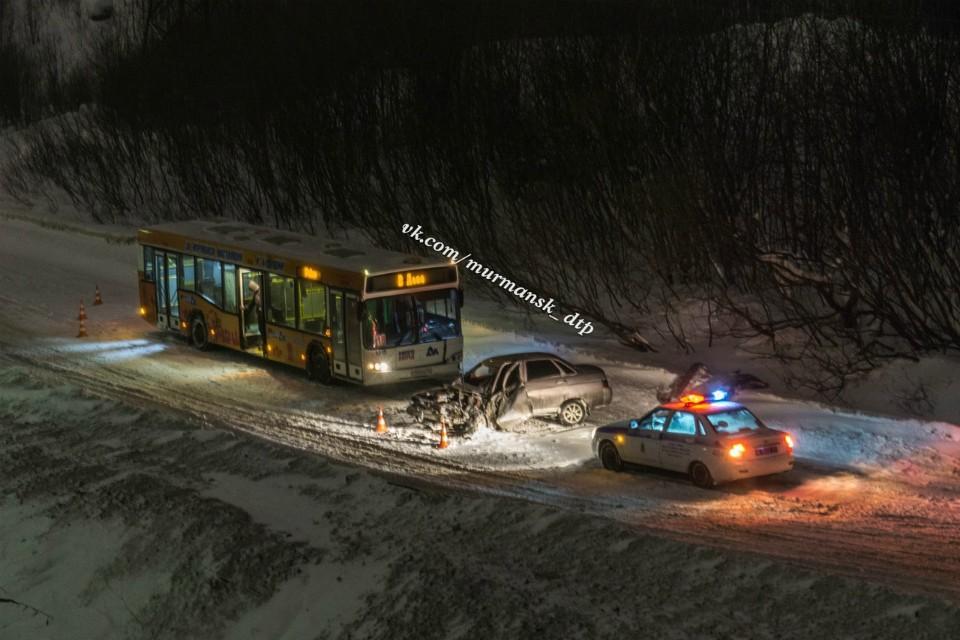 """Водитель """"ВАза"""" был госпитализирован. Фото: vk.com/murmansk_dtp"""