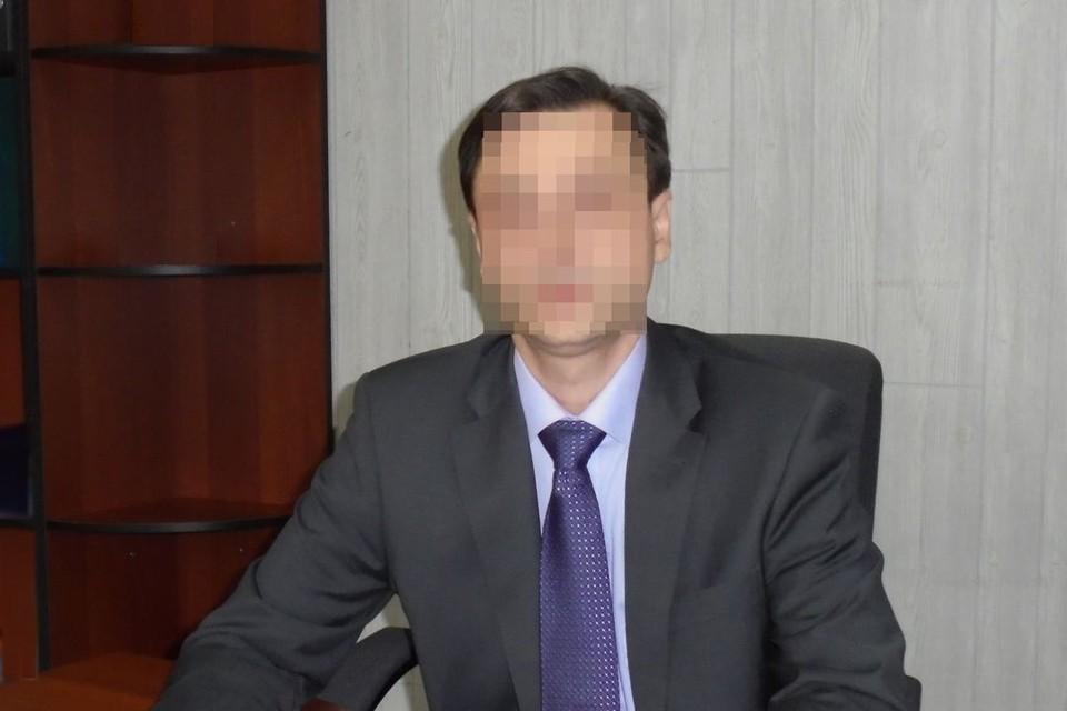 Директора школа обвинили в распространении детского порно.