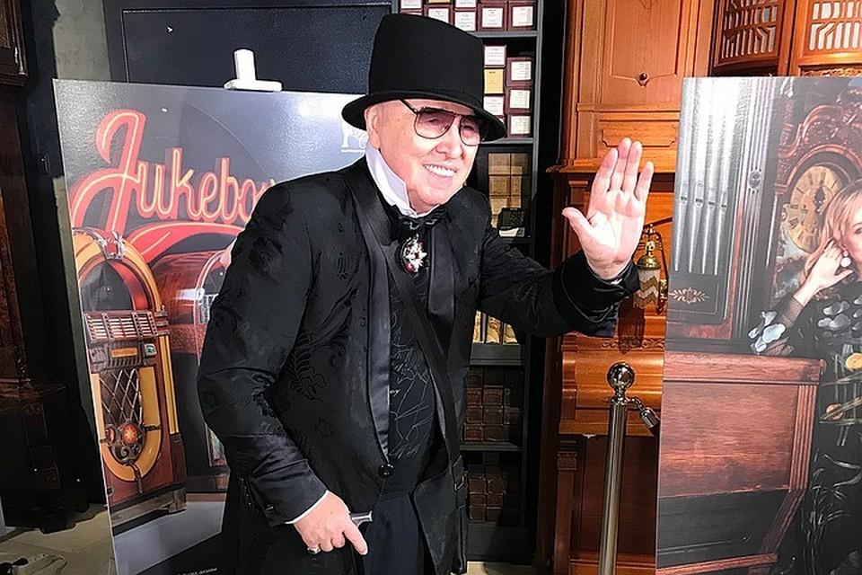 Вячеслав Михайлович не скрывает, что последние годы сражается с болезнью Паркинсона и сопутствующими недугами