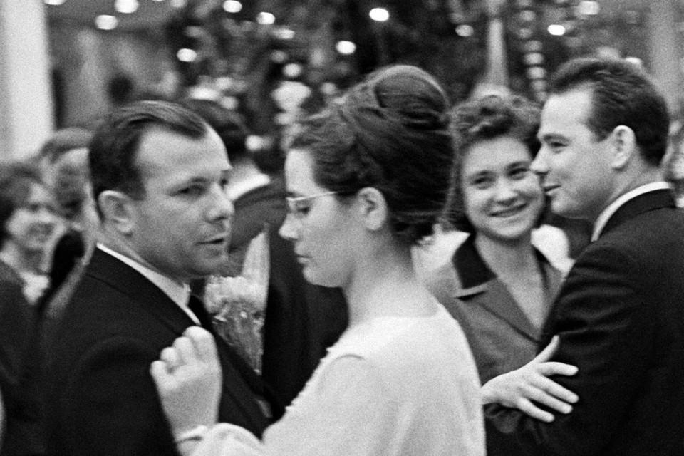 Юрий и Валентина Гагарины, декабрь 1965 г., Москва. Фото: Давид Шоломович / РИА Новости