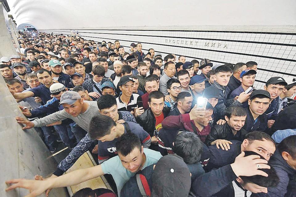 Толпы мигрантов штурмуют российские города. Но самый лакомый «порт прибытия» - это Москва.
