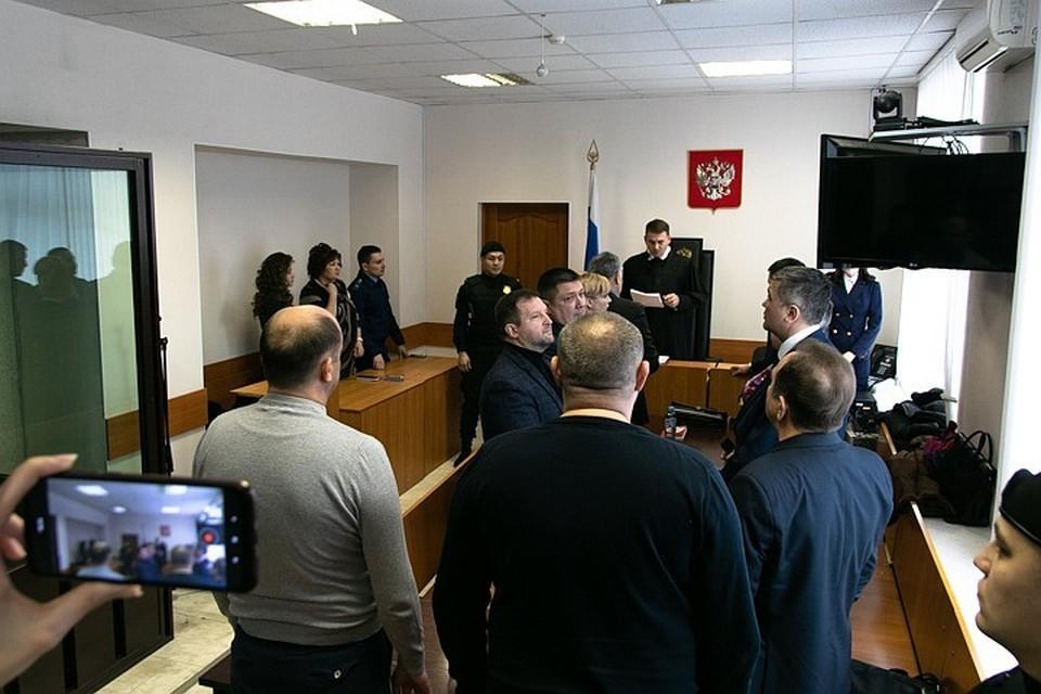 Суд признал виновными троих экс-полицейских, обвиняемых в изнасиловании дознавательницы