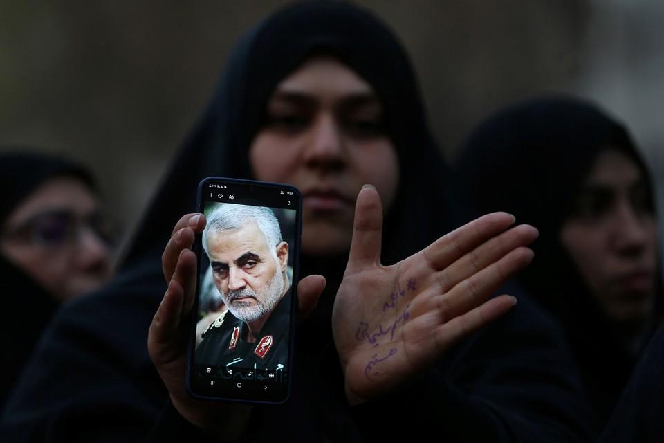 Сразу после убийства по всему Ирану стали собираться демонстрации в память о Сулеймани