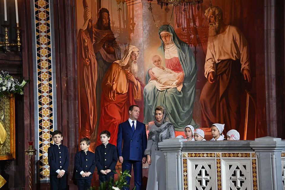 Премьер-министр РФ Дмитрий Медведев с супругой традиционно встречают Рождество Христово в храме Христа Спасителя