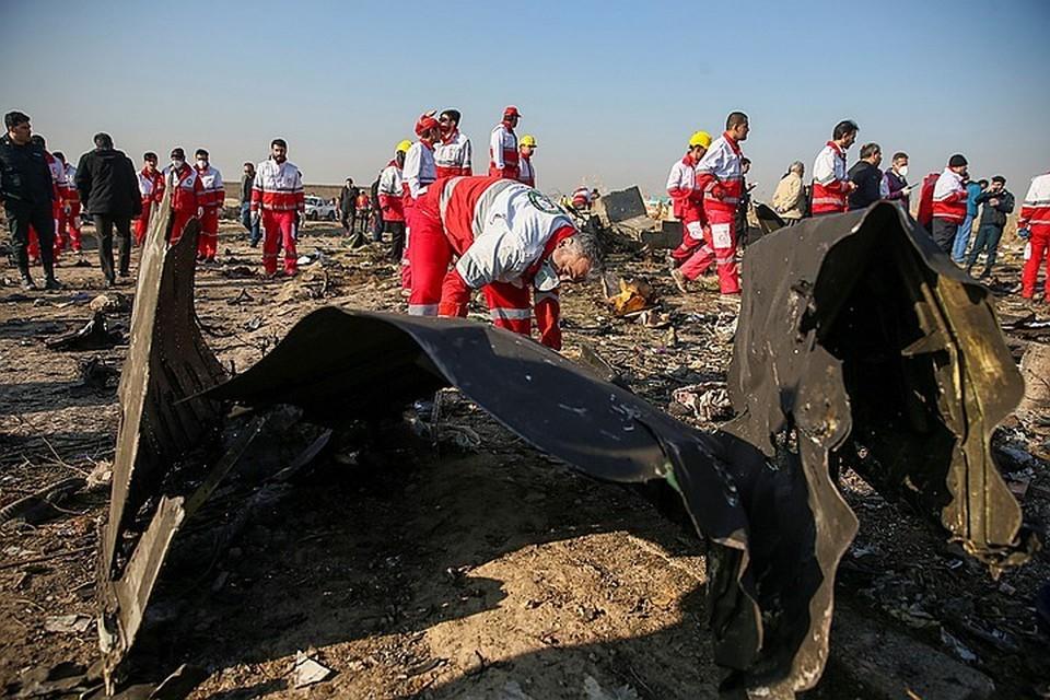 Странное совпадение: в повестке СМИ удары США и Ирана друг по другу стремительно вытесняет катастрофа украинского самолета, в которой задолго до результатов расследования пытаются назначить виновных.
