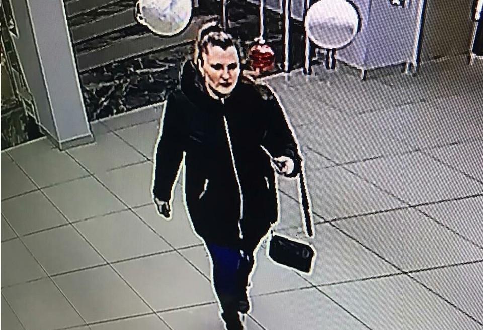 В Ноябрьске нашлась «маша-растеряша», посеявшая в торговом центре 10 тысяч рублей. Фото: НЕтипичный Ноябрьск