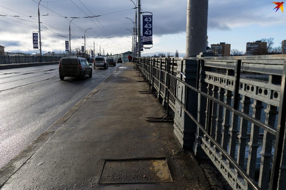 Красный мост сегодня не в лучшем состоянии, по планам, ремонт должен стартовать в 2021 году