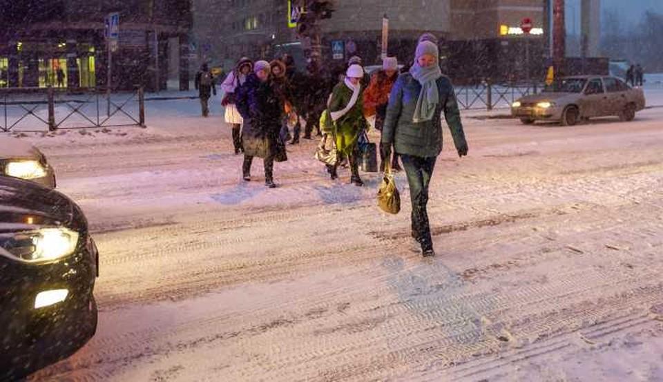 Водители должны помнить: при неработающем светофоре пешеходов нужно пропускать в любом случае.