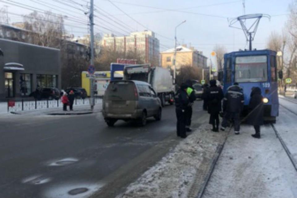 Пенсионерка погибла под колесами трамвая в Иркутске: полицейские ищут свидетелей трагедии. Фото: ГУ МВД России по Иркутской области.