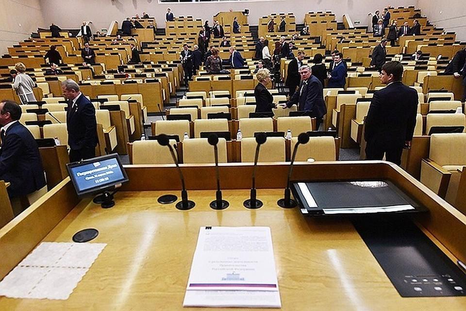 В послании к Федеральному собранию президент заявил о необходимости запретить чиновникам, депутатам, министрам и судьям иметь иностранное гражданство