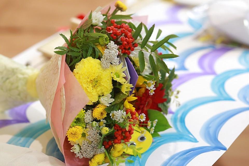 Только на отказе от цветов 1 сентября удалось собрать полмиллиона рублей!