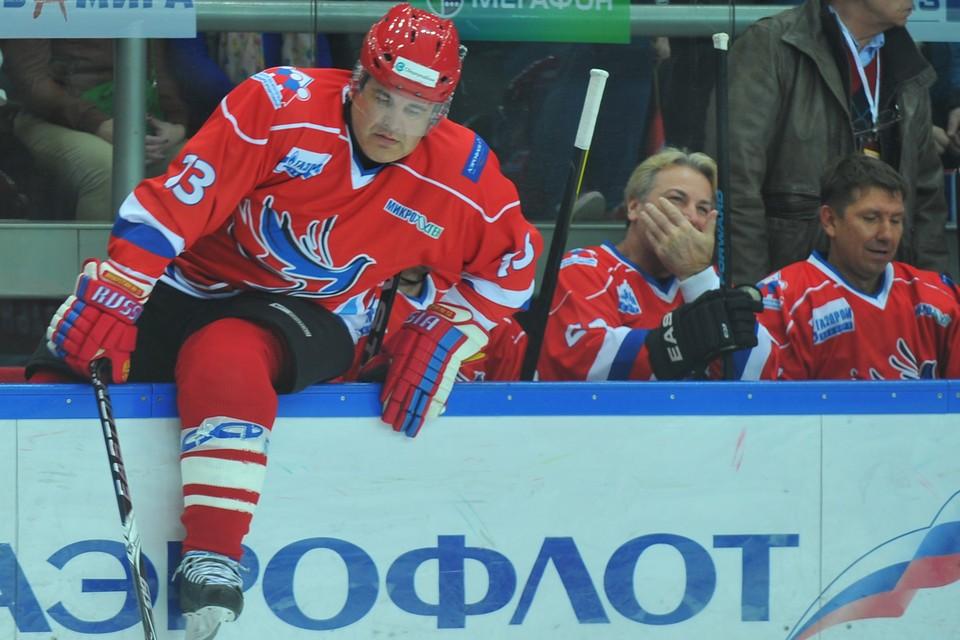 Михаил Владимирович занимается хоккеем уже как минимум с 1998 года.