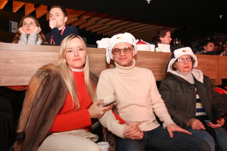 Митя Хрусталев с женой и мамой. Фото: Андрей Махотин